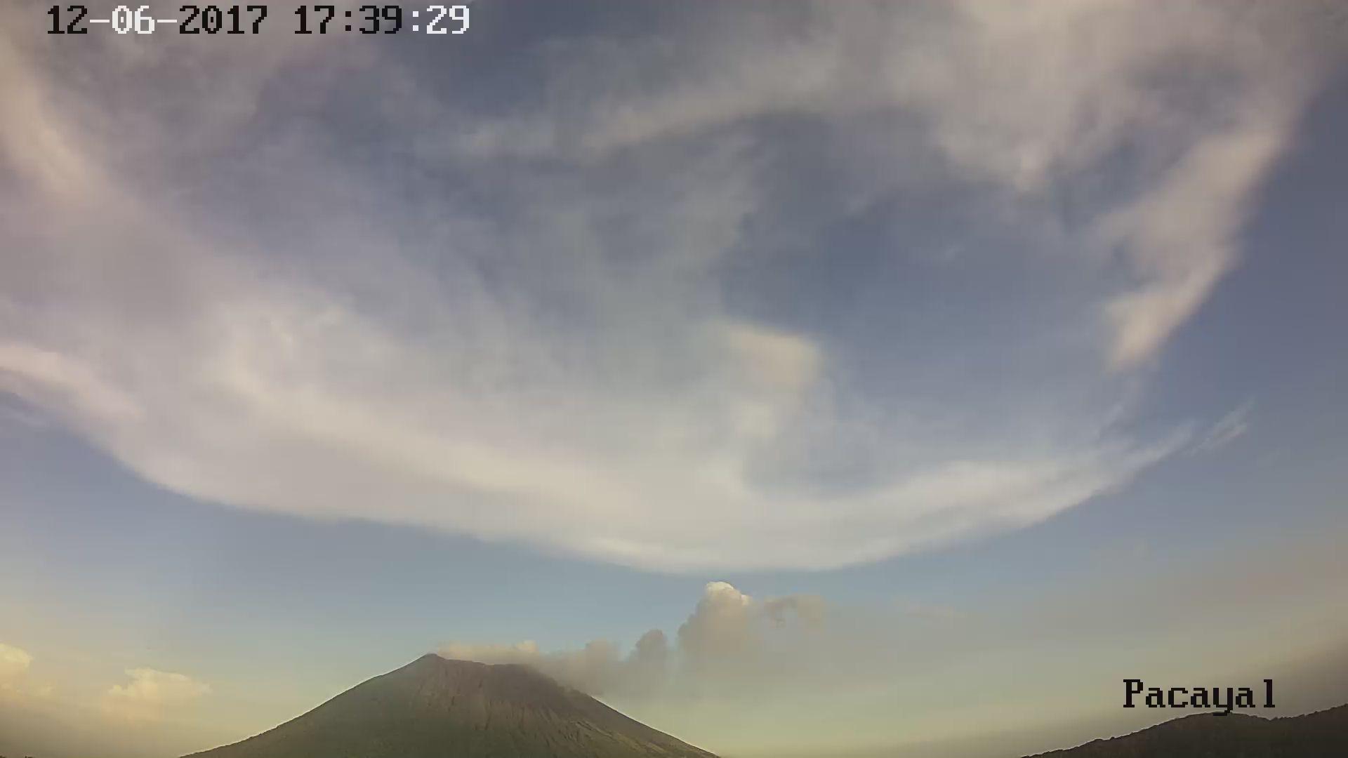 http://www.snet.gob.sv/eliseo/volcanes/fotografias/1/3125.jpg
